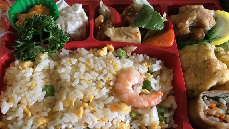 【JR大阪駅構内】ikariスーパーの中華弁当でボリューム満点!満腹ランチ