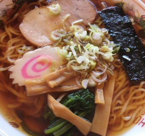 【茨城県】昔ながらの昭和の味「いなり食堂」のラーメン♪醤油味でなるとがのってます!