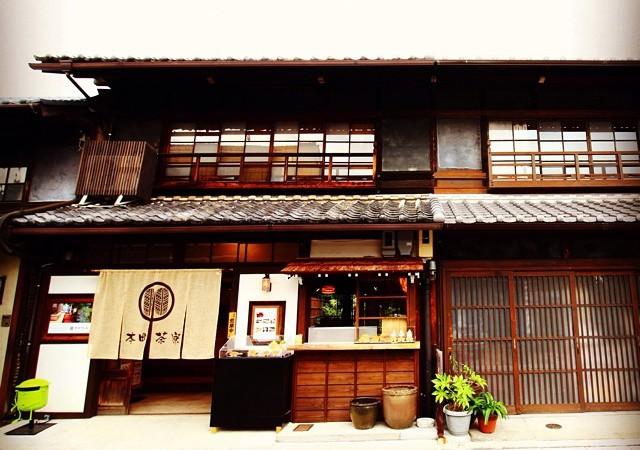 犬山城下町の古民家カフェ「本町茶寮」でハートの形をした白玉入りの「恋ぜんざい」