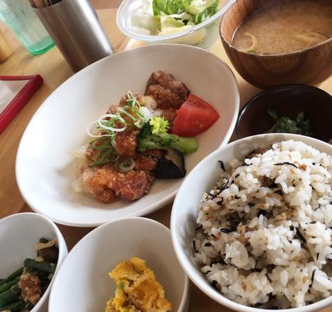 「おばんdeごはん」バランスの良い手作り料理カフェ♪女性に大人気のお店でランチ!