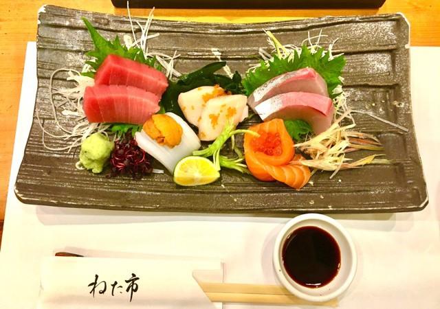 「ねた市」福島店 大阪JR福島駅からすぐ!1カン50円から食べられる水産卸直営のおすし屋さん