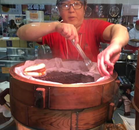 食博2017 日本の味くらべ館!鹿児島の黒豚角煮まんじゅうを食べました