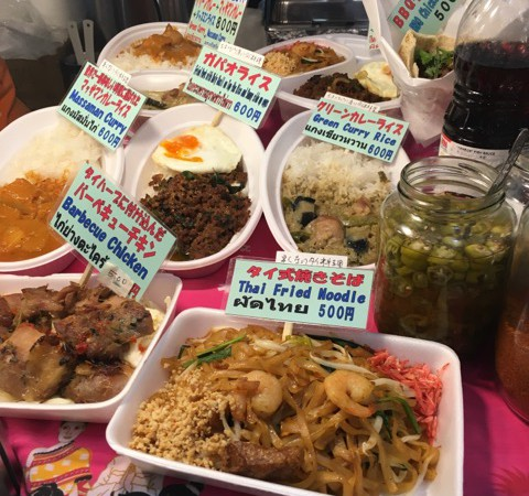 食博会場3号館 UTAGE館で本格タイ料理のガパオライスとタイ式焼きそばを食べました