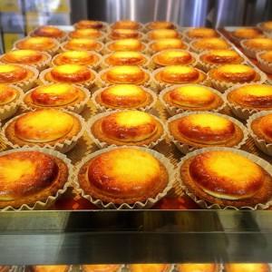 焼き立てチーズタルト専門店  ベイク(BAKE)・生どら焼き専門店ドウ(DOU)